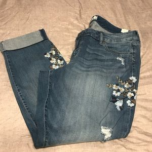 NWT Torrid blue jeans with floral details. Size 16